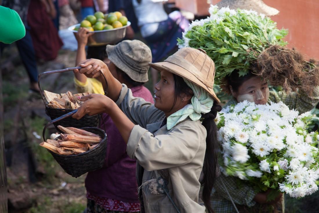 Auch Blumen und Knabberkram werden verkauft