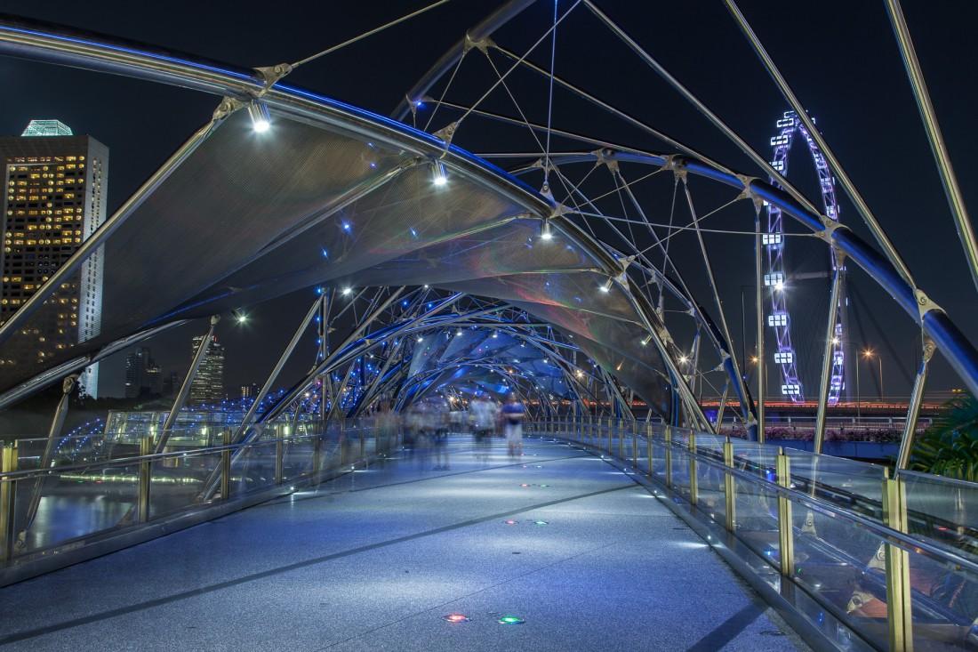 Rechts sieht man den Singapore Flyer, das höchste Riesenrad der Welt