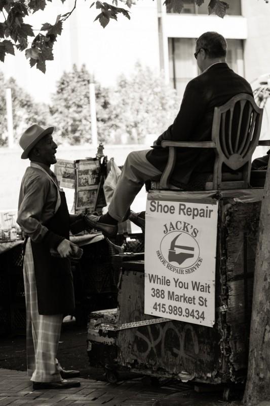 Während man auf das Cable Car wartet kann man sich die Schuhe putzen lassen