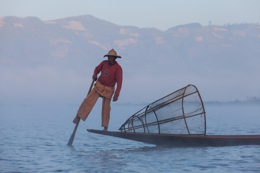 Das Symbol des Inle Sees - Der Einbeinruderer