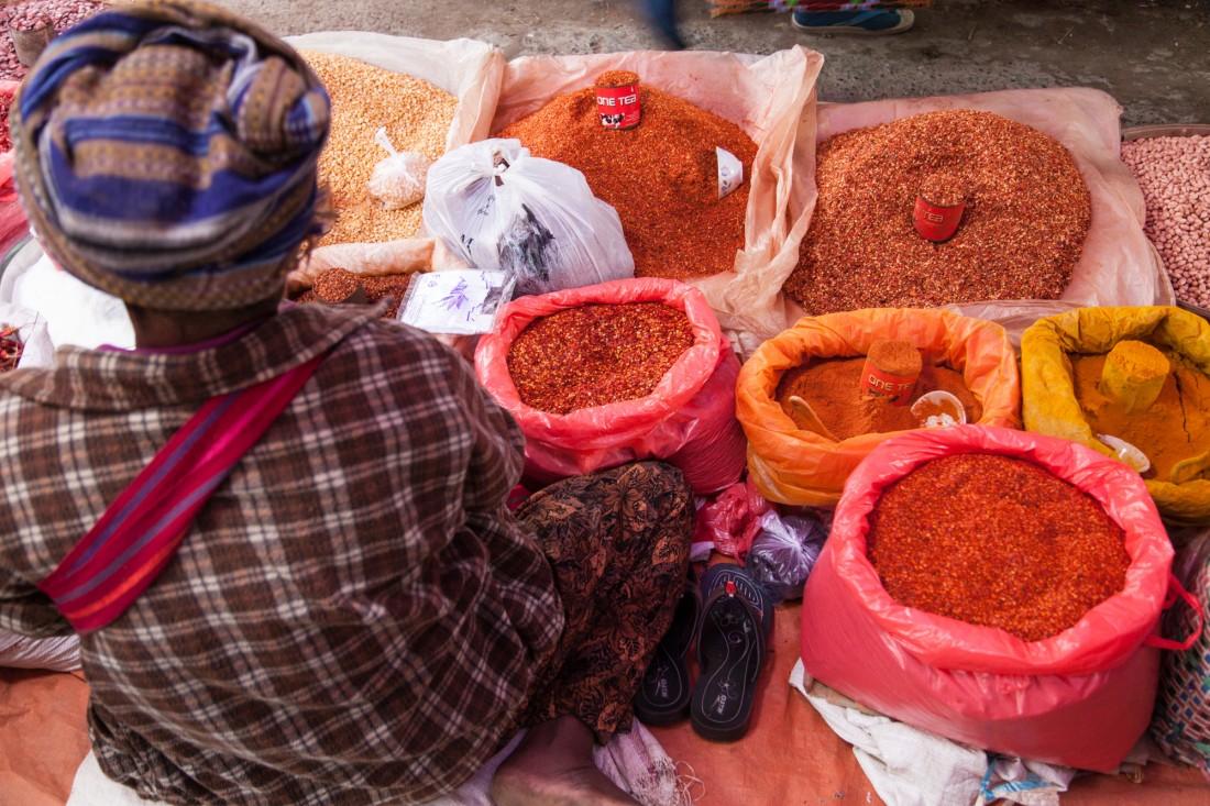 Chillis und andere Gewürze auf dem Markt machen Lust aufs Koche