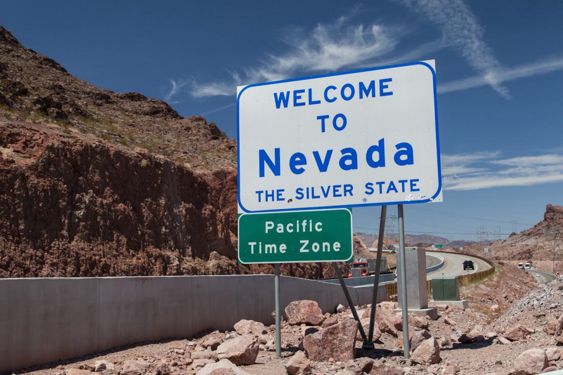 Auf dem Weg nach Las Vegas / Nevada mussten wir nicht nur unsere Uhren umstellen sonderen auch uns von einer Woche Nationalparkidylle auf den Wahnsinn der heißen Spiel und Showstadt Las Vegas.