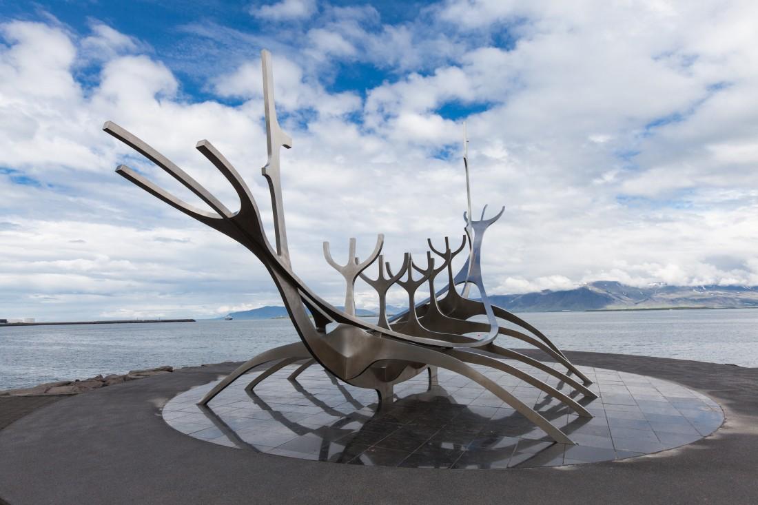Sólfar – Das Sonnenschiff im Hafen von Reykjavik