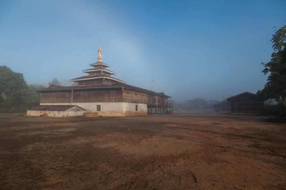 Kloster nahe unsere Herberge im Morgengrauen