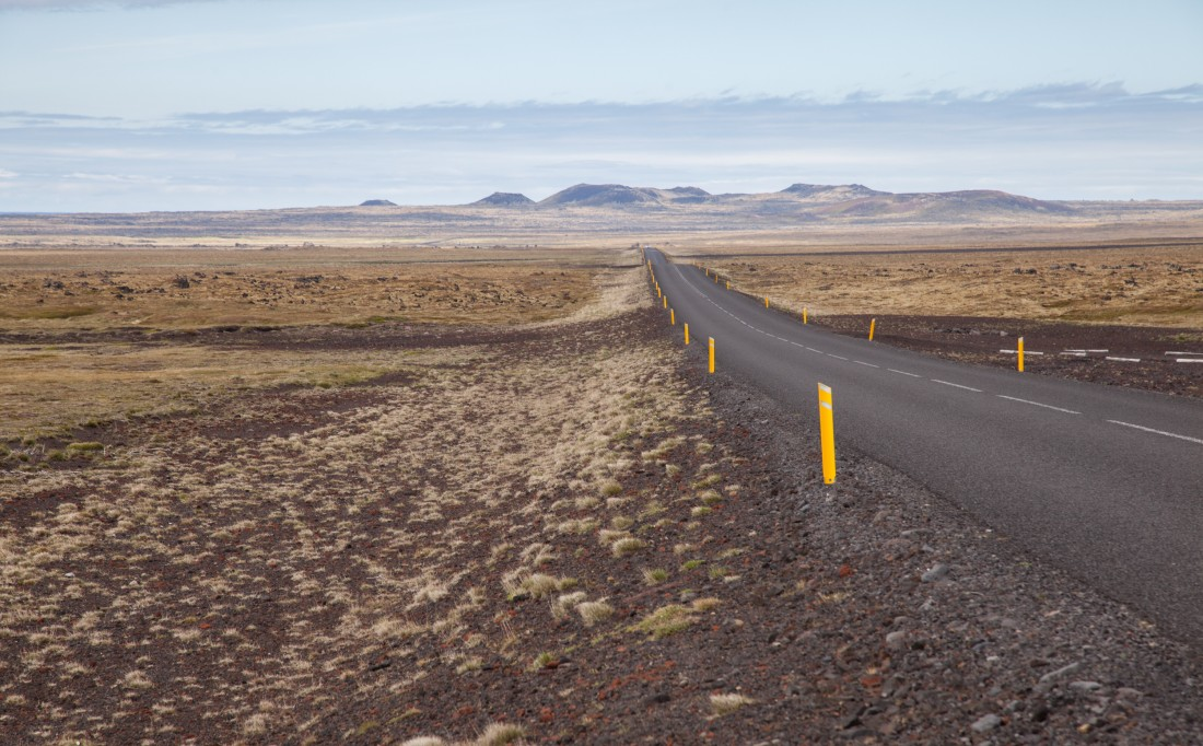 Endlose Straßen mit fantastischen Panoramen