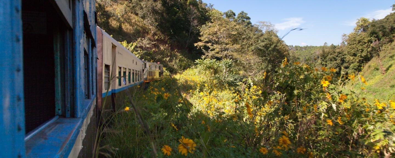 Mit der Eisenbahn in die Shan Berge