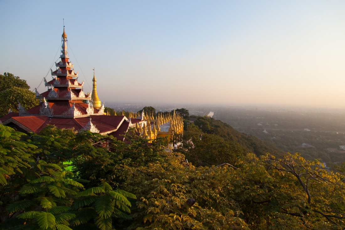 Blick vom Mandalay Hill bei Sonnenuntergang