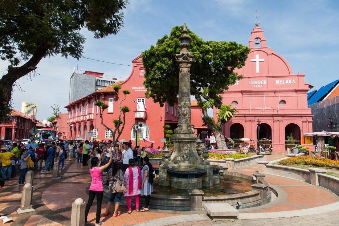 Der rote Platz ist die Touristenattraktion der Stadt