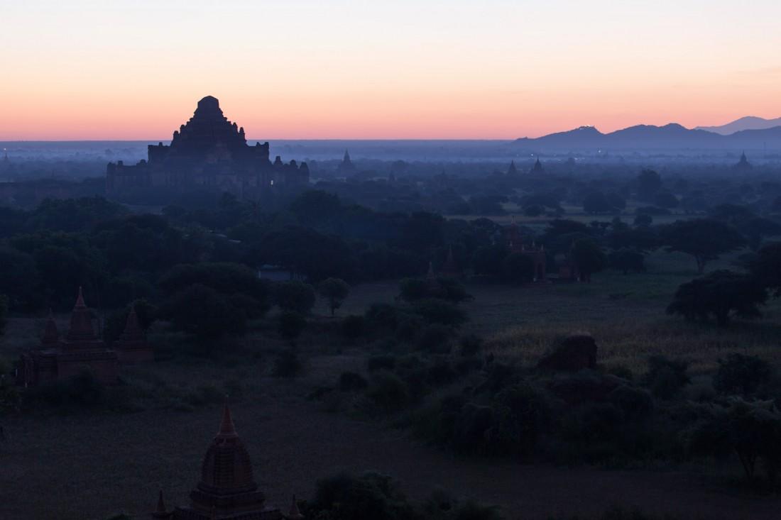 Sonnenaufgang von der Shwesandaw Pagode