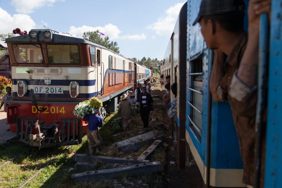 Wo sich der Zug mit dem Gegenzug trifft herrscht doppeltes Treib