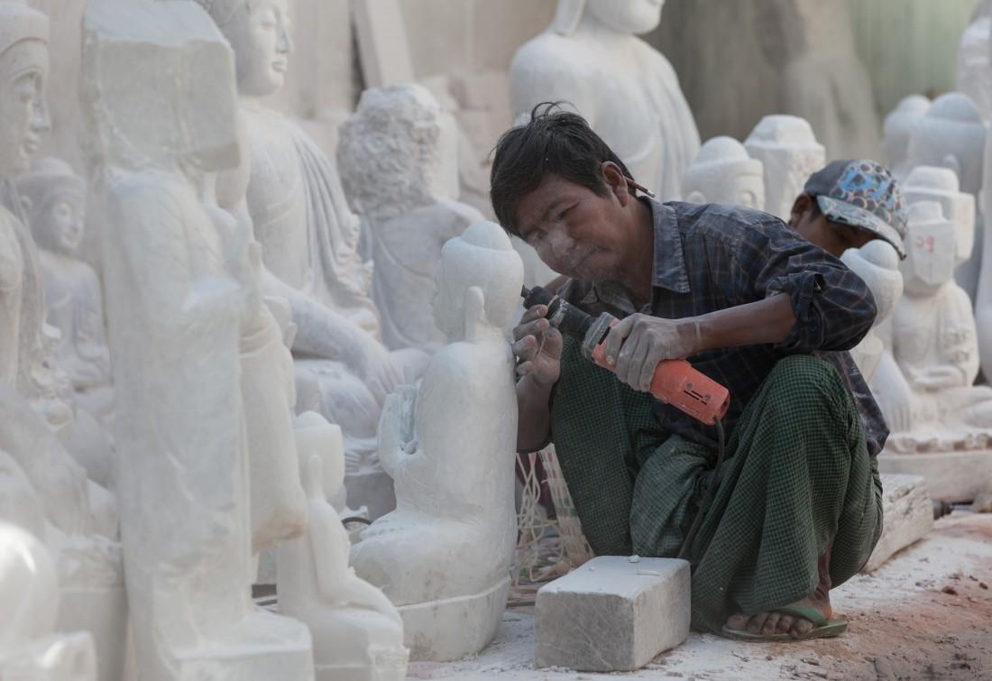 Hier werden die Budhas gefertigt die heutzutage meist nach China