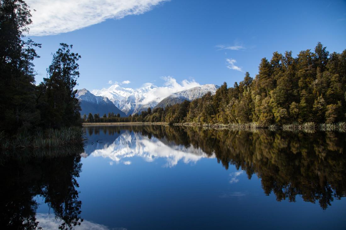 Die Southern Alps vom Reflexion Island des Matheson Lakes