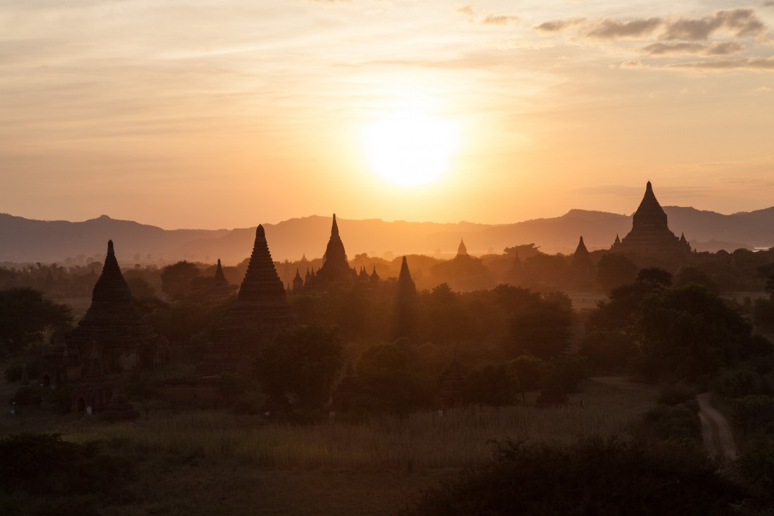 Sonnenuntergang von der Shwesandaw Pagode