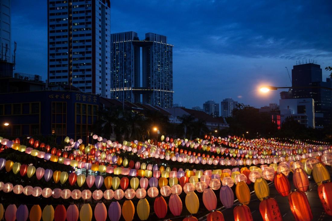 Endlose Lampionketten überdachen die Straßen in Chinatown