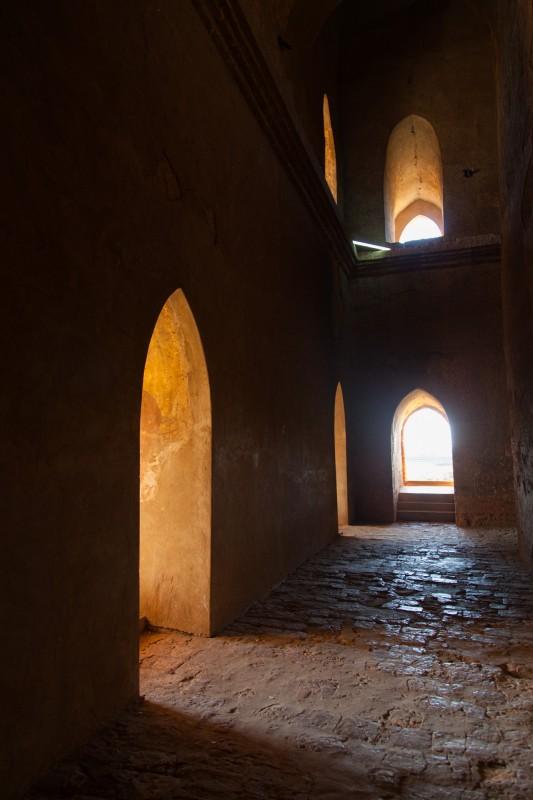 In den dicken Mauern des Dhammayan Gyi Phaya ist es noch angeneh