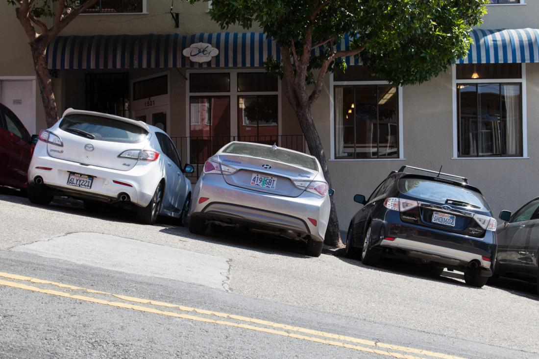 Am letzten Tag hatten wir doch noch das zweifelhafte Vergnügen weit abseits des Stadtkerns San Franciscos einen Parkplatz zu suchen um mit dem Bus noch einmal ins Zentrum zu fahren.  Die Steigung der Straße ist auf dem Bild ansatzweise zu erkennen.