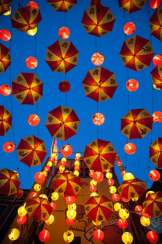 Nachtbeleuchtung in Chinatown