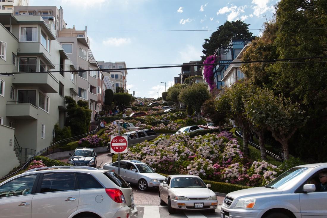 Die Lombardstreet gilt als die kurvenreichste Strasse der Welt