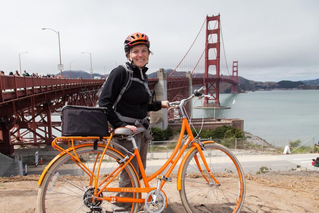 Julia hat natürlich ein orangenes Fahrrad und einen orangenen H